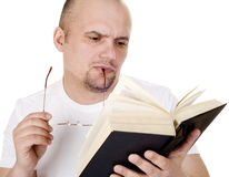 Der Mann liest die Bibel Lizenzfreies Stockbild