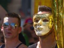 Der Mann mit der goldenen Maske Stockbild