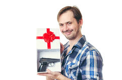 Der Mann mit einem Bart und dem Gewehr Lizenzfreie Stockbilder