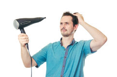 Der Mann trocknet Haar der Haartrockner Lizenzfreie Stockbilder