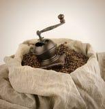 Der manuelle Kaffeeschleifer stockbilder