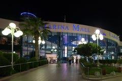 Der Marina Mall-Eingang nachts, Abu Dhabi Lizenzfreie Stockbilder