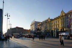 Der Markt des Abends im Freien am Jelacic-Quadrat in Zagreb Lizenzfreie Stockbilder