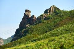 Der Megalith auf dem Abhang Lizenzfreie Stockfotos