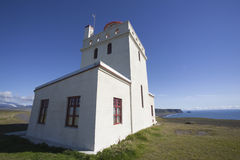 Der meiste schöne Leuchtturm am Dyrhà ³ laey in Island Lizenzfreies Stockbild
