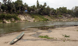Der Mekong mit dem kleinen Boot Lizenzfreies Stockbild