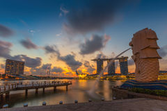 Der Merlions-Brunnen vor dem Marina Bay Sands-Hotel Stockbild