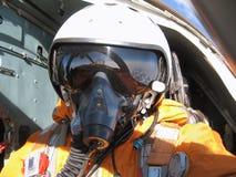 Der Militärpilot im Flugzeug Lizenzfreie Stockfotografie