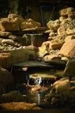 Der Miniaturwasserfall stockbilder