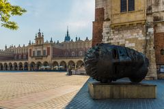 Der mittelalterliche alte Marktplatz in Krakau lizenzfreie stockbilder