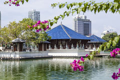 Der moderne Tempel von Seema Malak im Beira See in Colombi, Sri Lanka stockbild
