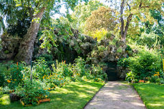Der Monceau-Garten in Paris Lizenzfreies Stockfoto