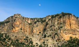 Der Mond über dem Berg Stockfotos