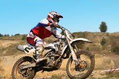 Der Motorradfahrer lizenzfreie stockfotografie