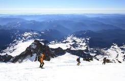 Der Mount Rainier (14.410 ft ) ist der höchste Vulkan und der größte vergletscherte Berg in den angrenzenden Vereinigten Staaten lizenzfreies stockbild