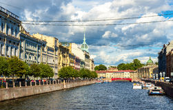 Der Moyka-Flussdamm in St Petersburg Lizenzfreie Stockfotografie
