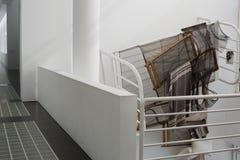 Der Museum für Moderne Kunsts-Innenraum und die Anzeigen, Barcelona Stockfotos