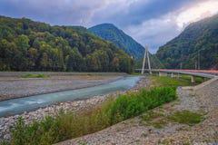 Der Mzymta-Fluss, Krasnodar Krai, Russland stockbild