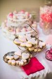 Der Nachtisch-Partei-Tabelle des Valentinsgrußes Stockfotos
