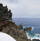Der nahe Weg der felsigen Wand zu Pozo de Las Calcosas Lizenzfreie Stockfotos