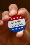 Der Name von Hillary Clinton in einem Kampagnenknopf Stockbild
