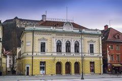 Der nationale philharmonische Hall und das Schloss im Hintergrund Stockfoto