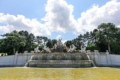 Der Neptun-Brunnen in Schonbrunn-Palast, Wien Stockfotos
