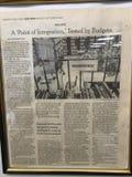 Der New York Times-Artikel über Bibliotheken stockfotos