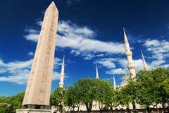 Der Obelisk von Theodosius am Hippodrom in Istanbul, die Türkei lizenzfreies stockfoto