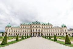 Der obere Belvedere und der Palast arbeiten in Wien im Garten Stockbilder