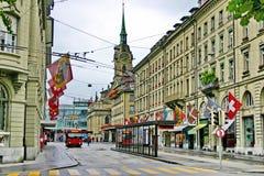 Der Oberleitungsbus auf der Straße von Bern Stockbild