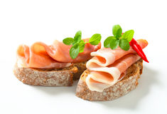 Der offene Prosciutto stellte Sandwiche gegenüber Stockfotografie