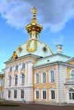 Der offizielle Körper des Palastes in Peterhof Stockbilder
