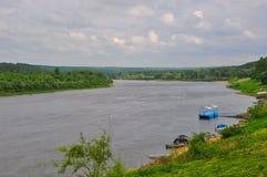 Der Oka-Fluss in Tarusa, Kaluga-Region, Russland Lizenzfreie Stockfotos