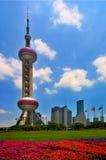 Der orientalische Perle Fernsehkontrollturm Stockfotos