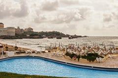 Der Ozean und die herrlichen Strände sind das eingetragene Warenzeichen des Erholungsortes von Biarritz stockbilder