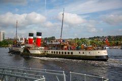Der Paddel-Dampfer Waverley, das hinunter den Fluss Clyde, Glasgow, Schottland vorangeht Stockbild