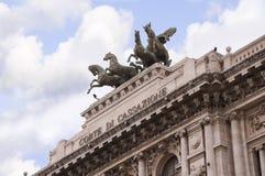 Der Palast von Gerechtigkeit oder das italienische Gebäude des Obersten Gerichtshofs in Rom Italien Stockfotografie