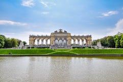 Der Palast Wien Gloriette - Schönbrunn stockfotos