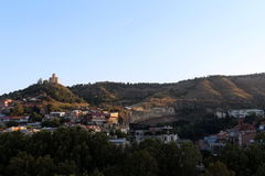 Der Panoramablick von altem Tiflis, Georgia Stockbilder
