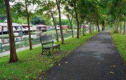 Der Park ist durch den Kanal nah Lizenzfreies Stockbild
