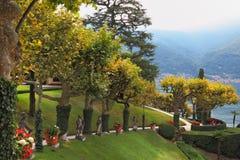 Der Park am italienischen Landhaus Balbyanello. Stockfoto