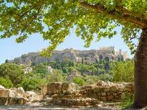 Der Parthenontempel über dem Akropolishügel Lizenzfreies Stockbild