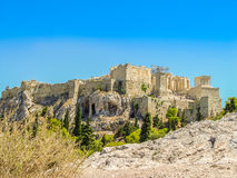 Der Parthenontempel über dem Akropolishügel Stockfotografie