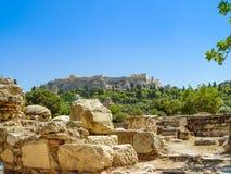 Der Parthenontempel über dem Akropolishügel Lizenzfreies Stockfoto