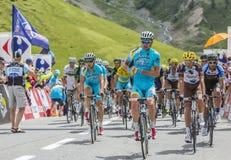 Der Peloton auf Col. du Lautaret - Tour de France 2014 lizenzfreies stockfoto