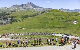 Der Peloton in den Alpen - Tour de France 2018 Lizenzfreie Stockfotografie
