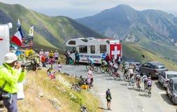 Der Peloton in den Bergen - Tour de France 2015 stockbild