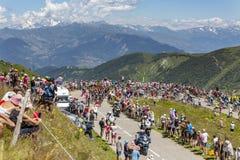 Der Peloton und Mont Blanc - Tour de France 2018 Stockfotografie