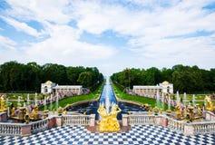 Der Peterhof-Sommer-Palast stockfotos